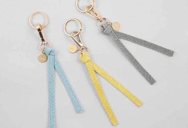 Schlüsselanhänger Lachsleder gelb blau grau