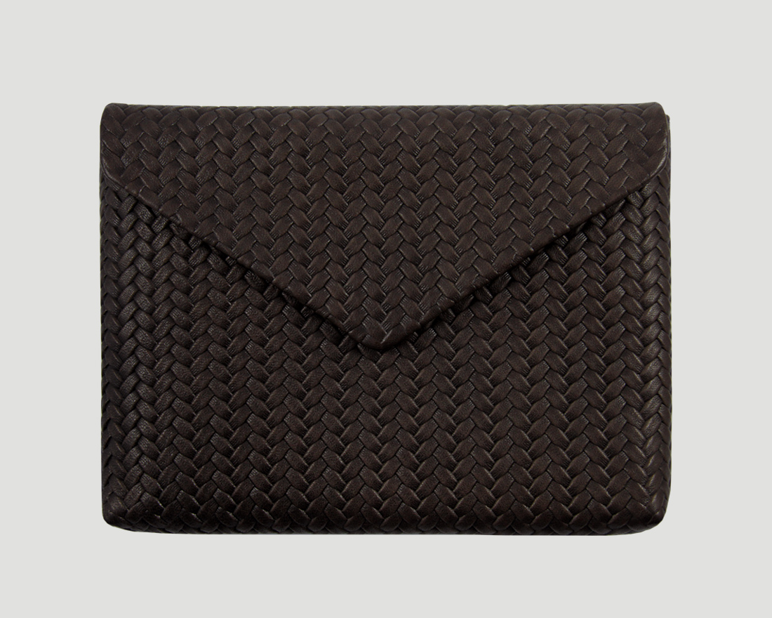 iPad_Clutch_Braid_Braun1