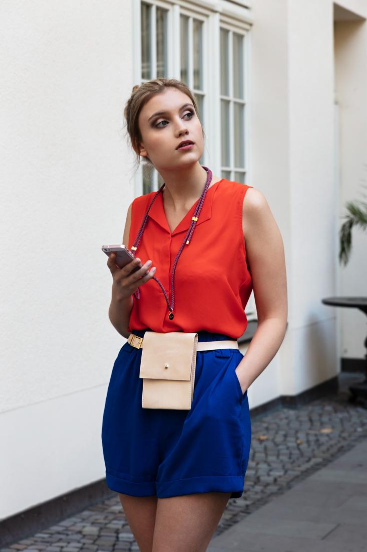 iPhone necklace, handykette, iPhone hülle zum umhängen, crossbody iPhone case, leather Leder, Baumwollkordel, cotton cord
